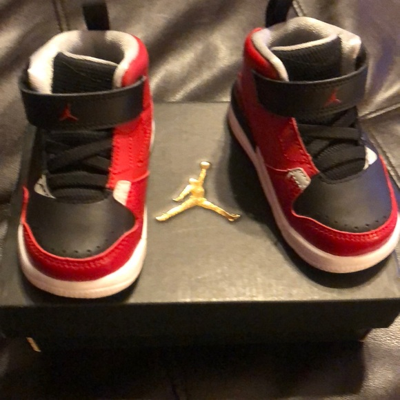separation shoes 4e9c1 9865e Jordan infant size 5 black/red